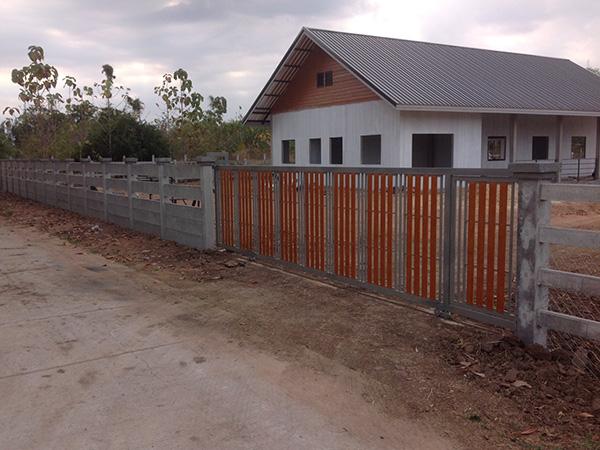 รั้วบ้านปูนผสมไม้