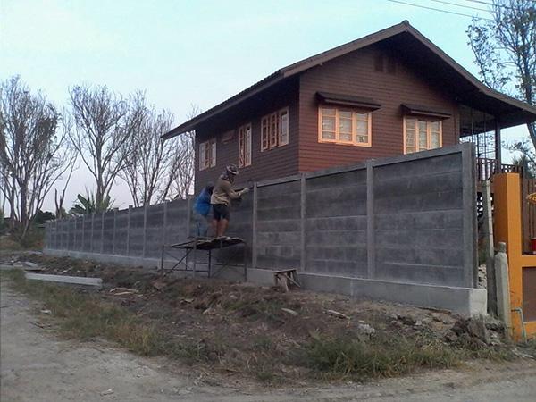 กำแพงบ้าน