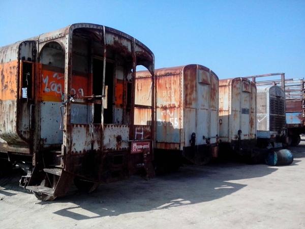 ก่อนทำ ยิงทราย ทำสี ตู้รถไฟ