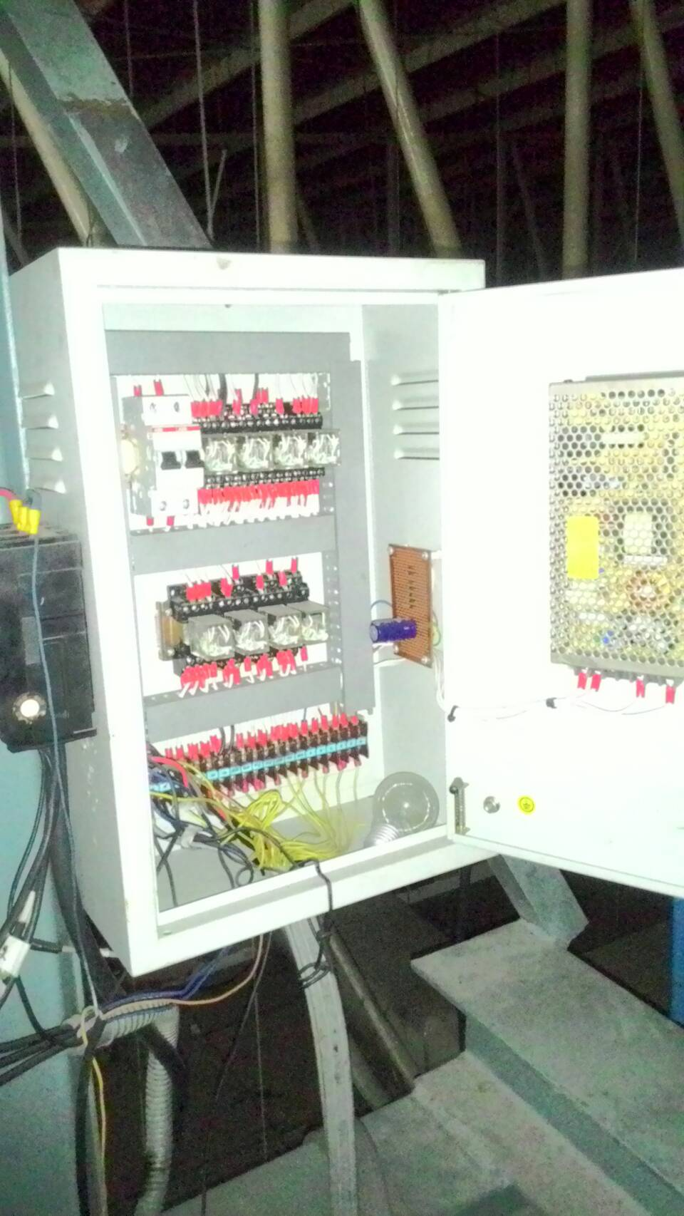 รับออกแบบและประกอบระบบตู้คอนโทรล