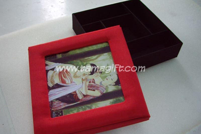 กรอบรูปผ้าไหมพร้อมกล่อง
