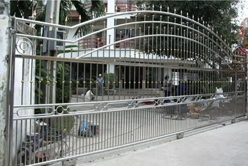 ผู้ผลิตประตูสแตนเลส