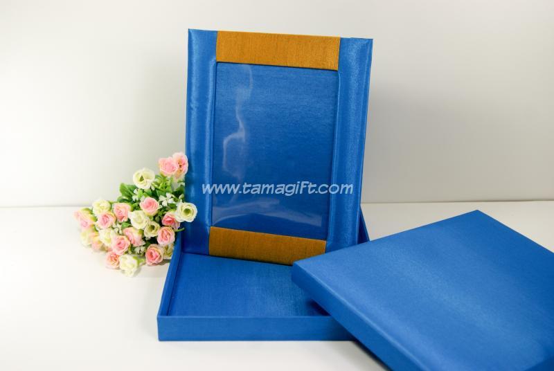 กรอบรูปผ้าไหมสีน้ำเงิน ทอง