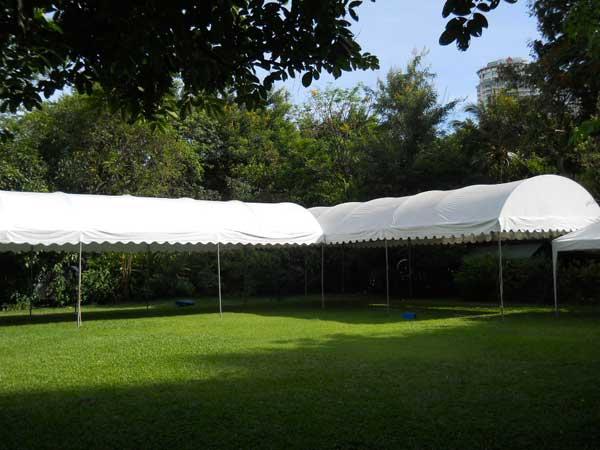 เต็นท์ทรงโค้งสีขาว ขนาด 5 x 12 เมตร