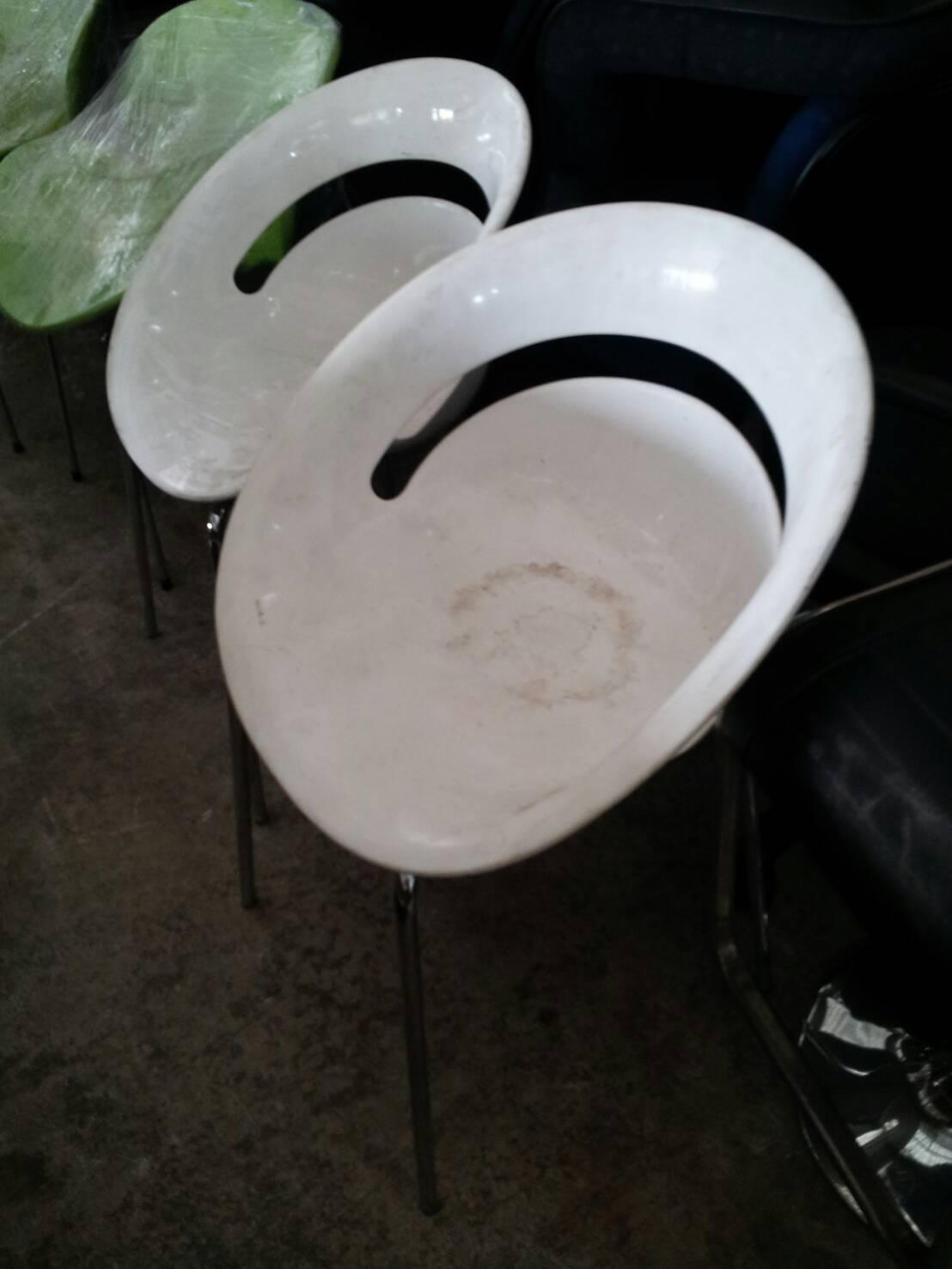 เก้าอี้ทรงก้นหอย สีขาว