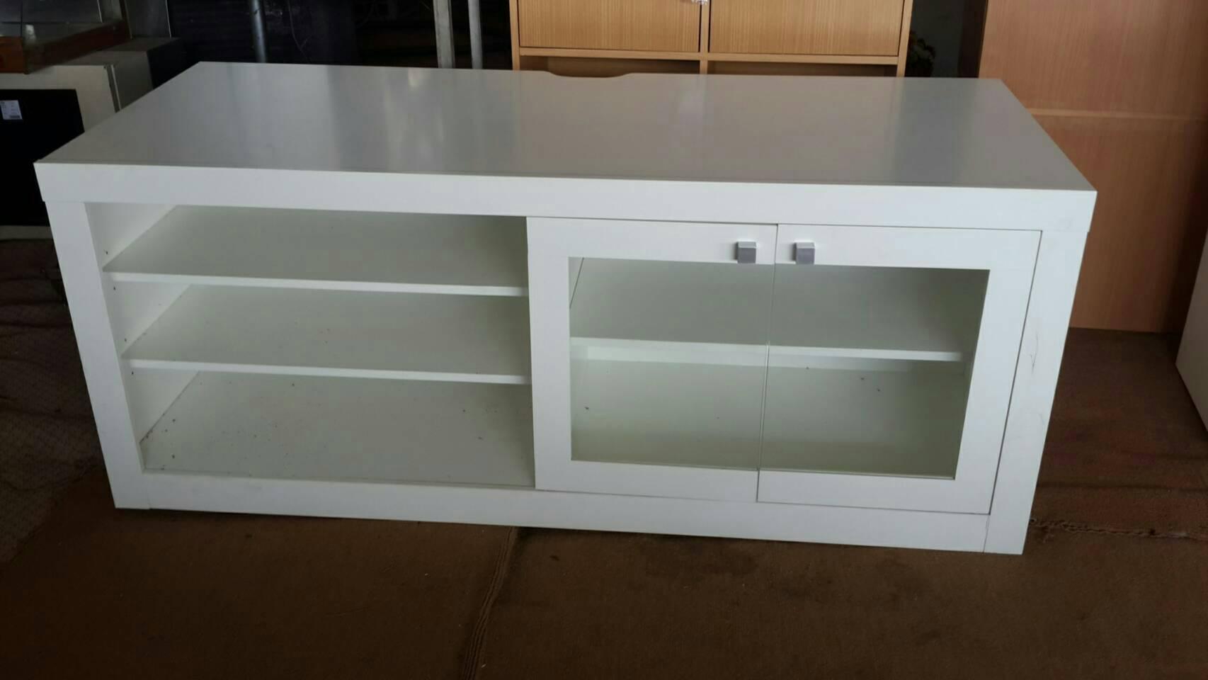 ตู้วางทีวี สีขาว