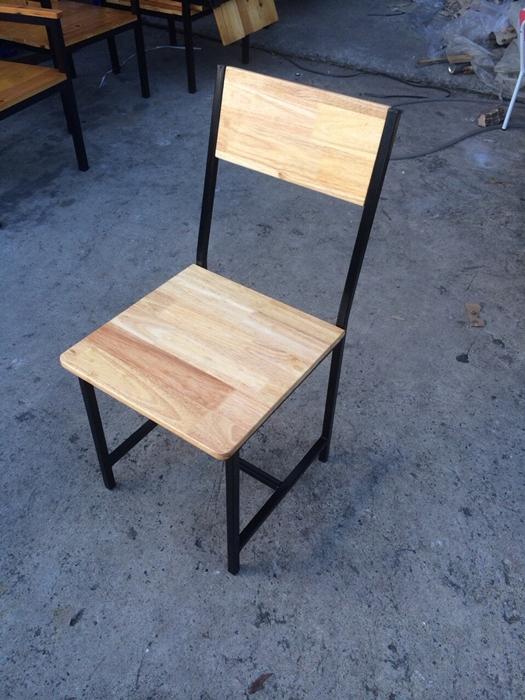 เก้าอี้ไม้ยาง