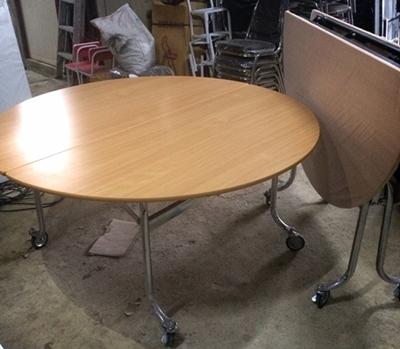 โต๊ะกลมพับหน้าลายไม้ มีล้อ