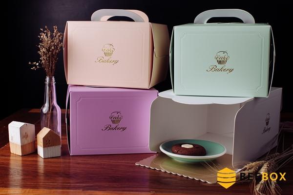 กล่องเค้ก 3 ปอนด์ สีขาวเรียบหรู พร้อมฐานรอง