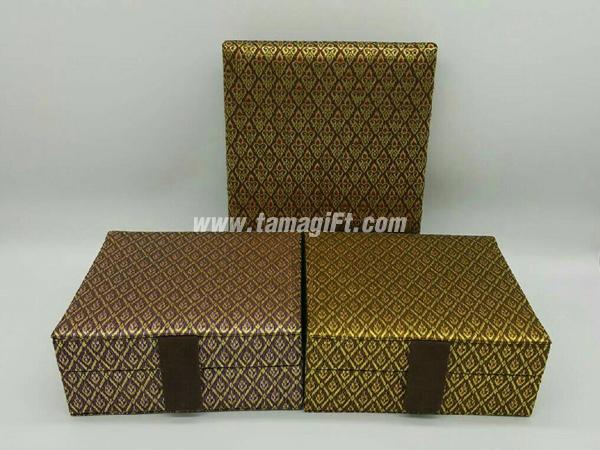 กล่องผ้าไหมลายไทย
