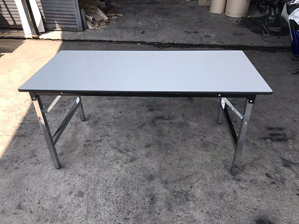 โต๊ะพับหน้าโฟเมก้าขาว หนา 25mm.