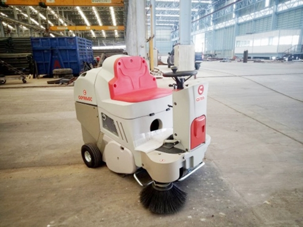รถกวาดพื้น แบบนั่งขับ ขนาดกลาง รุ่น CS 700 H/B