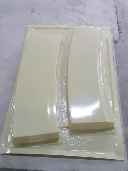 Bottom Cover (เป็นชิ้นส่วนปิดขอบด้านในของหลังคา)