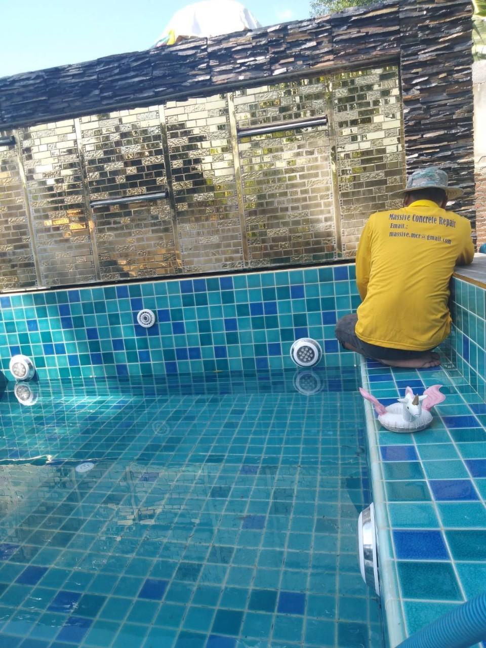 รับงานซ่อมน้ำรั่วซึมสระว่ายน้ำ ด้วยวิธี Epoxy Seal