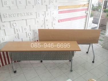 โต๊ะพับ มีล้อเลื่อน มีบังตาเหล็ก หน้าโต๊ะเมลามีน
