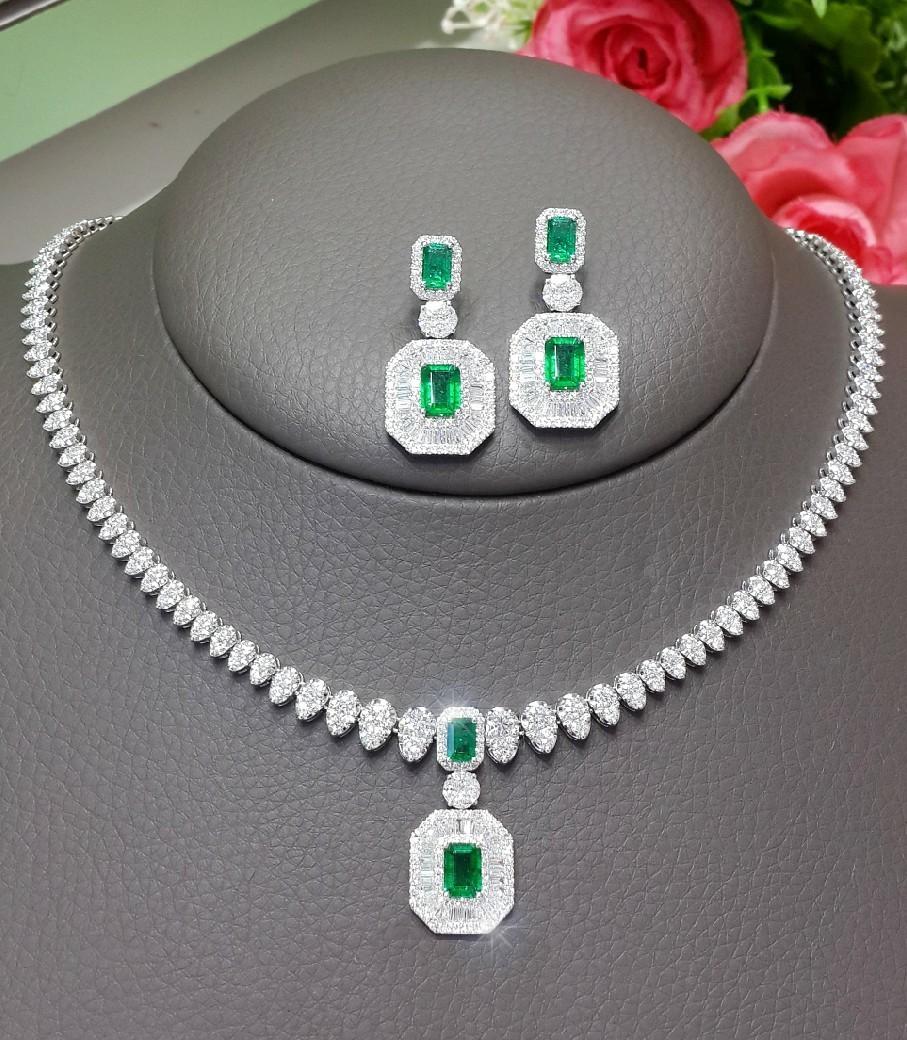 ต่างหูและสร้อยเพชร Green Natural Emerald