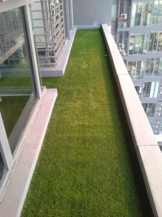ติดตั้งหญ้าระเบียงคอนโด