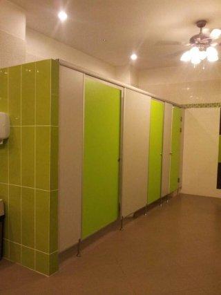 ผนังห้องน้ำโรงแรม