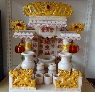ศาลเจ้าที่ขนาด 16 นิ้ว สีขาวพ่นทอง อักษรจีนสีแดง