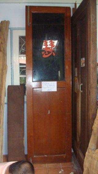 บานประตูไม้สักครึ่งท่อนกระจก