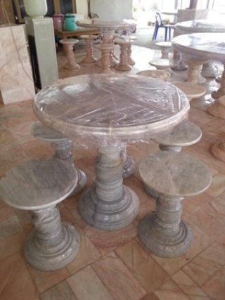 โต๊ะหินอ่อน ขนาด 100 ซม. เก้าอี้ 5 ตัว โต๊ะสูง 80 ซม.