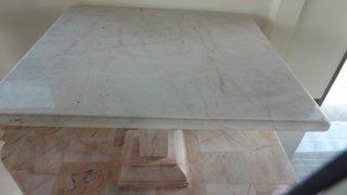 โต๊ะหินอ่อน ทรงสี่่เหลี่ยม ยาว 100 ซม. กว้าง 115 ซม. สูง 80 ซม.
