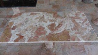 โต๊ะหินอ่อน ทรงสี่่เหลี่ยม ยาว 120 ซม. กว้าง 60 ซม. สูง 700 ซม. สีชมพูลาย