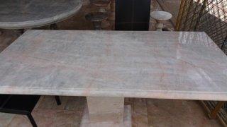 โต๊ะหินอ่อนสี่เหลี่ยม ขนาด กว้าง 65 ซม. ยาว 120 ซม. สูง 80 ซม. (ไม่รวมเก้าอี้)