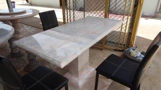 โต๊ะหินอ่อนสี่เหลี่ยม ขนาด กว้าง 75 ซม. ยาว 155 ซม. สูง 80 ซม. (ไม่รวมเก้าอี้)