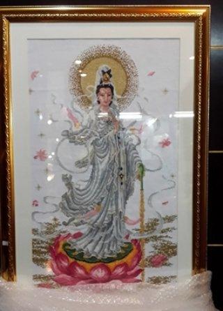 ภาพปักครอสติช เจ้าแม่กวนอิม ขนาด สูง 92 x 62 ซม. งานฝีมือ พร้อมกรอบทอง