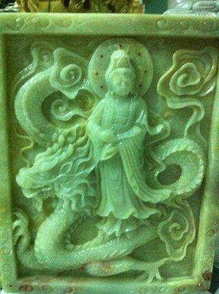 ภาพเจ้าแม่กวนอิมแกะสลักจากหินหยก ปางประทานพร ขนาด สูง 80 ซม. กว้าง 80 ซม.