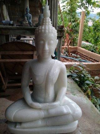 พระพุทธรูปแกะสลักจากหินหยกขาวพม่า หน้าตัก 9 นิ้ว