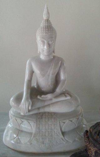 พระพุทธรูป หินอ่อนแกะสลัก ปางสมาธิ ขนาดสูง 15 นิ้ว กว้างขนาดหน้าตัก 9 นิ้ว