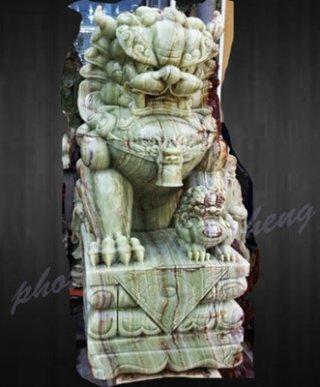 สิงโตหินอ่อนแกะสลัก สูง 120 ซม. สีเขียว