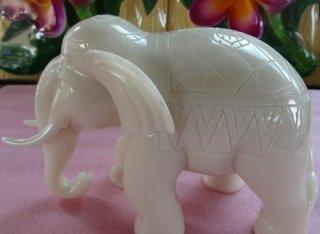 ช้างหินอ่อน ขนาด กว้าง 20 ซม. สูง 12 ซม.