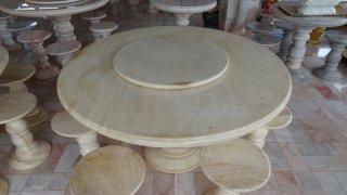 โต๊ะหินอ่อนสีน้ำผึ้งทองขนาด 130 ซม. + เก้าอี้ 6 ตัว