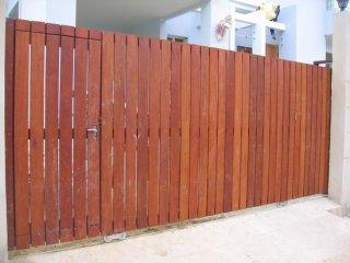 ประตูรั้วไม้สังเคราะห์