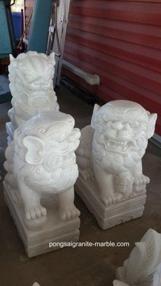 สิงโตหินอ่อนแกะสลัก