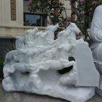 ม้า 8 ตัว แกะสลักหินอ่อน สีขาว