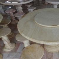โต๊ะหินอ่อนทรงกลม สีน้ำผึ้งทอง ขนาด 130x80 ซม.