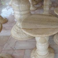 โต๊ะหินอ่อนทรงกลม สีน้ำผึ้งทอง ขนาด 140x80 ซม.