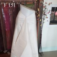 ผ้าไหมจุล สีขาวงาช้าง คัดพิเศษ มี 2 ชุด รวม 8 ม. เนื้อดี แน่น ตัดชุดได้สวยมากๆ