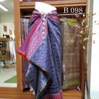ผ้าไหมทอยกดอกสุรินทร์ ย้อมสีธรรมชาติ จาก ครั่ง ยกดอกพริกไทย ลายมะเขือ  สีคลาสลิค