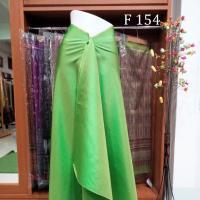ผ้าไหมจุล ผ้าพื้นขียวตองอ่อน แลเย็นตา เนื่อละเอียด 4+2  ม. ตัดเสื้อหรือตัดชุดได้เต็มชุด