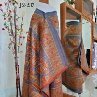 ผ้าไหมทอยกดอก พริกไทย ลายเรื่อหงส์ ยืนธรรมชาติ สีคลาสลิค