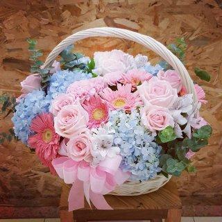 รับจัดกระเช้าดอกไม้สด
