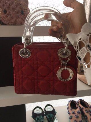 กระเป๋า Dior พร้อมมือจับใส สวยหรู