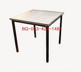 โต๊ะอาหารหน้าโฟเมก้าสี่เหลี่ยม