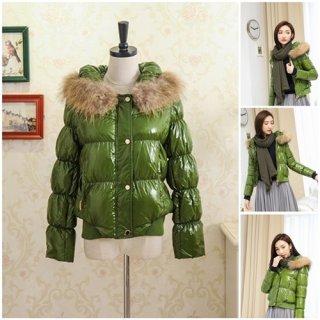 เสื้อกันหนาวขนเป็ดสีเขียว พร้อมขนเฟอร์ถอดได้
