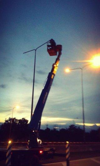 บริการรถกระเช้าซ่อมไฟ